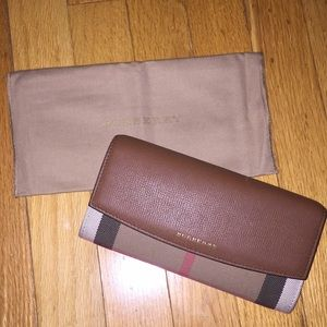 Burberry House Continental Wallet 100% Authentic